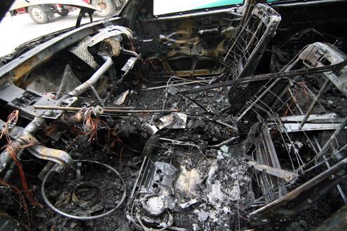 Lại một chiếc Xe Mercedes bốc cháy trên đường