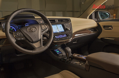 Toyota trang bị sạc không dây trên Avalon