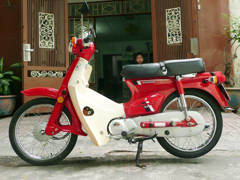 """Hồi sinh Honda """" DD đỏ"""" bằng niềm đam mê"""