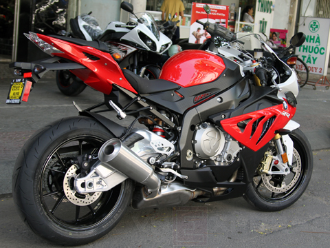 sieu-moto-bmw-s1000rr-2013-ve-viet-nam-ngay-hom-nay-3