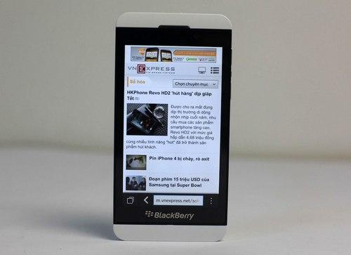 Ảnh thực tế BlackBerry Z10 phiên bản màu trắng