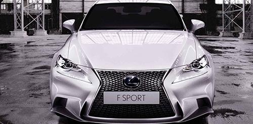 Lexus IS 300h, 100km chỉ 4.7L xăng
