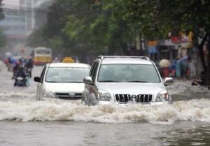 Cho thuê xe - lái xe mùa mưa bão