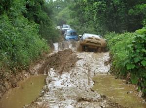 Lái xe du lịch đường lầy lội