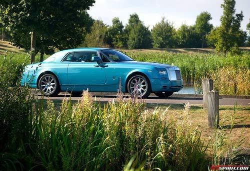 Rolls-Royce Phantom tuyệt đẹp với màu xanh Ả-Rập