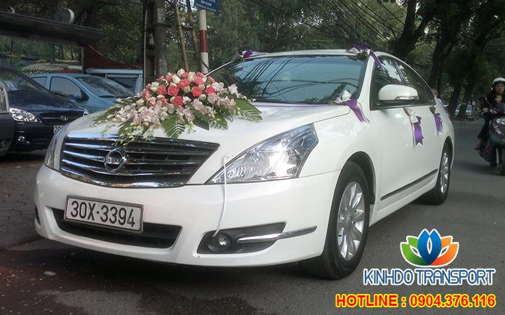 Cho thuê xe cưới 4 chỗ Nissan Sunny