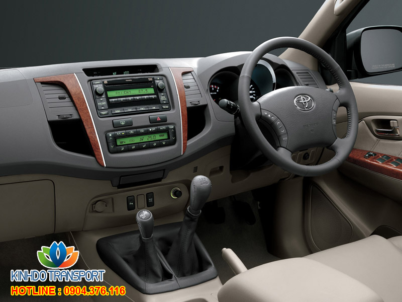 cho-thue-xe-du-lich-7-cho-Toyota-fortuner 1