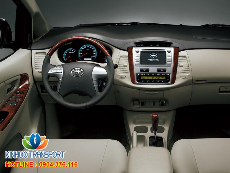 cho-thue-xe-du-lich-7-cho-Toyota-innova3